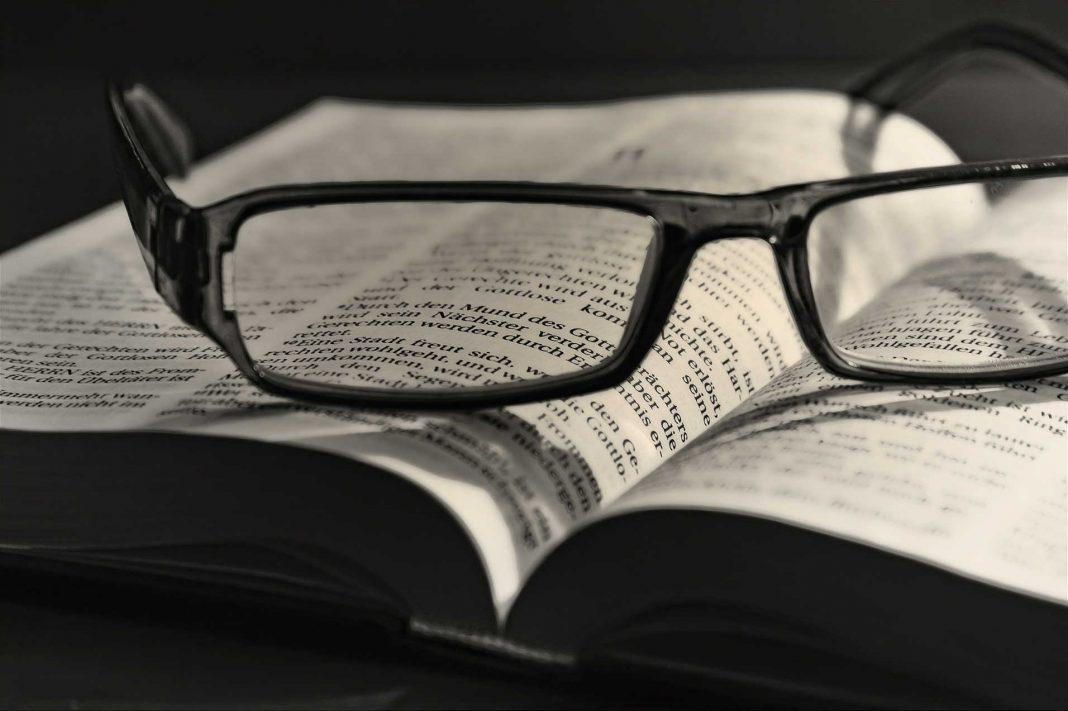 Bijbel met bril